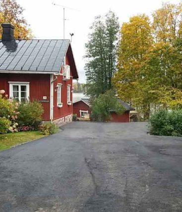 Kotitalon-pihan-kivetystyöt-ja-asfaltointi