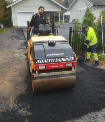 Omakotitalon pihan asfaltointi